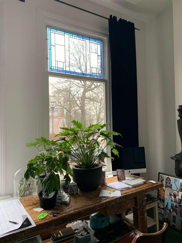 vanuit de woonkamer kan je de bovenramen goed zien. De ramen zijn geplaatst als voorzetraam door Brandglass
